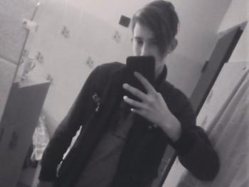 martin111 21 éves társkereső profilképe