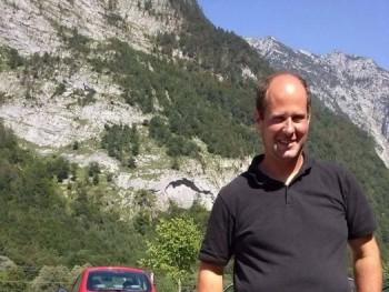 vehalaci 40 éves társkereső profilképe