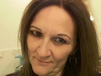 Zsuzsi6812 51 éves társkereső profilképe