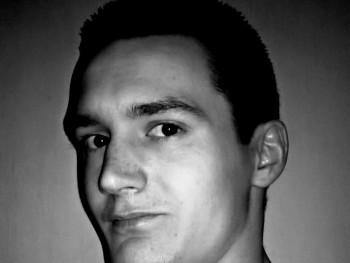 Isten 27 éves társkereső profilképe