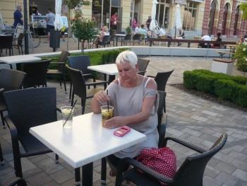 Kislány 61 éves társkereső profilképe