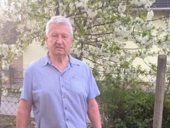 december 75 éves társkereső profilképe