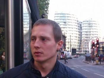 komi322 27 éves társkereső profilképe