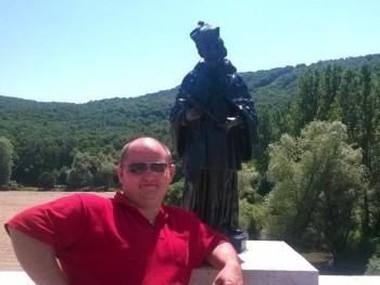 Vuk 34 éves társkereső profilképe