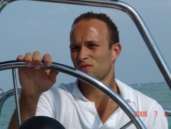 Fixerad 39 éves társkereső profilképe