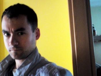 Lautres 30 éves társkereső profilképe