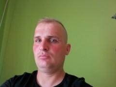 robi32 - 34 éves társkereső fotója