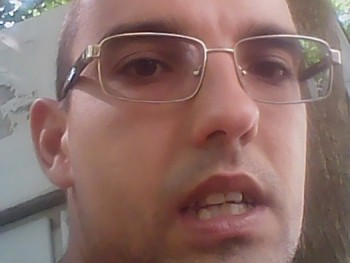 Szexbajnok28 30 éves társkereső profilképe