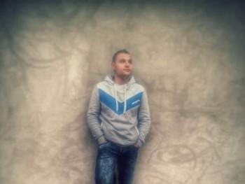 László25 28 éves társkereső profilképe