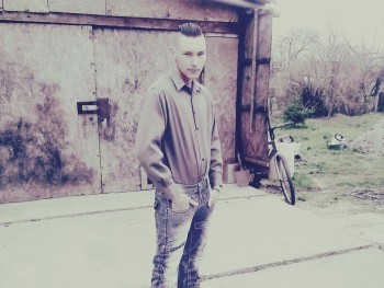 ádámka9810 23 éves társkereső profilképe