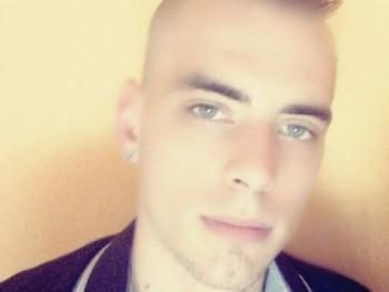 Attila9708 23 éves társkereső profilképe