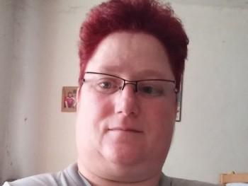 mija 42 éves társkereső profilképe