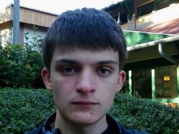 19 éves srác 23 éves társkereső csatlakoztassa a drogokat