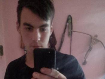 CsakEgySrác12 22 éves társkereső profilképe