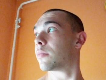 bdboy001 30 éves társkereső profilképe