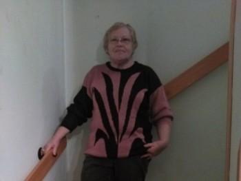 Adrienne 69 éves társkereső profilképe
