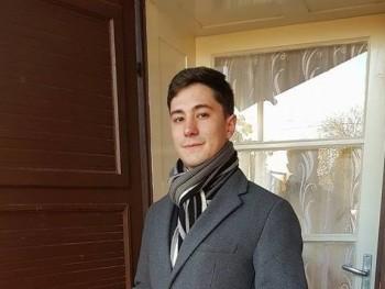 BTilla 25 éves társkereső profilképe