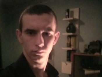 szilárd135 21 éves társkereső profilképe