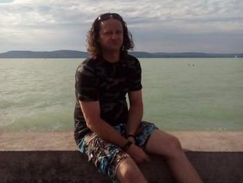 Horváth Attila 45 éves társkereső profilképe