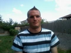 Viktor27 - 30 éves társkereső fotója