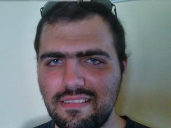 Karhut János 30 éves társkereső profilképe