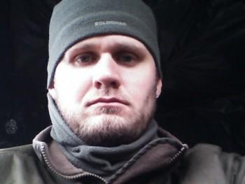 szasza1106 33 éves társkereső profilképe
