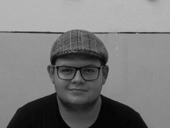 a_poda 21 éves társkereső profilképe