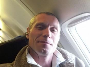 szacsi85 36 éves társkereső profilképe