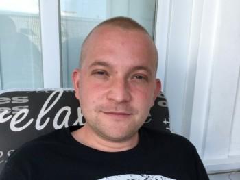 Roland 27 30 éves társkereső profilképe
