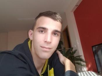 Ádám7 20 éves társkereső profilképe