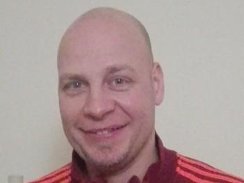 csati 45 éves társkereső profilképe