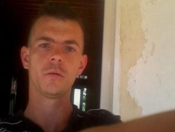tari 32 éves társkereső profilképe