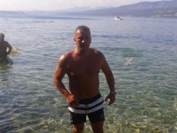balázs 44 46 éves társkereső profilképe