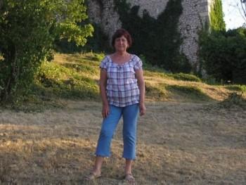 Hela 70 éves társkereső profilképe
