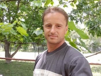 densen 40 éves társkereső profilképe