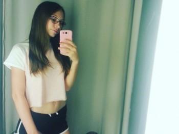 Csallobea 18 éves társkereső profilképe
