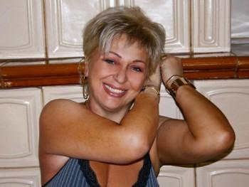 Dina 49 éves társkereső profilképe