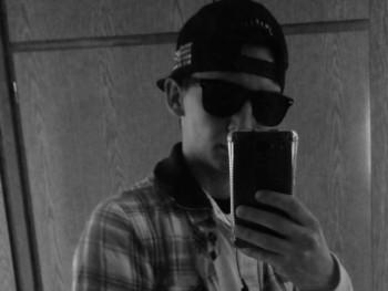 Krisztián9 19 éves társkereső profilképe