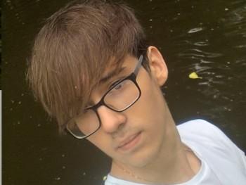 Geri K 19 éves társkereső profilképe