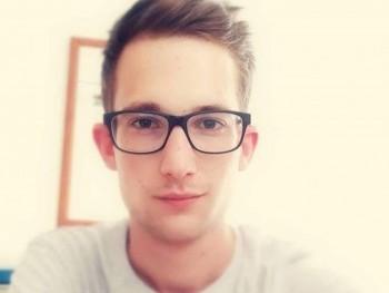 Adrian2222 24 éves társkereső profilképe