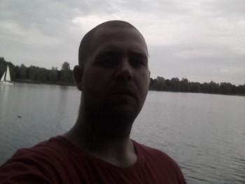 István89 32 éves társkereső profilképe