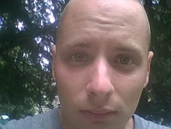 Márk07 23 éves társkereső profilképe