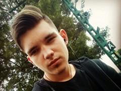 Adam246 - 18 éves társkereső fotója