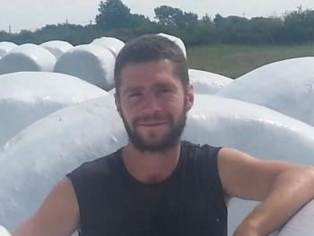 janó 32 33 éves társkereső profilképe