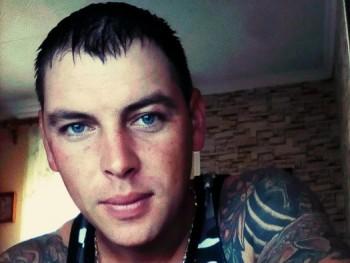 Róbert 29 32 éves társkereső profilképe