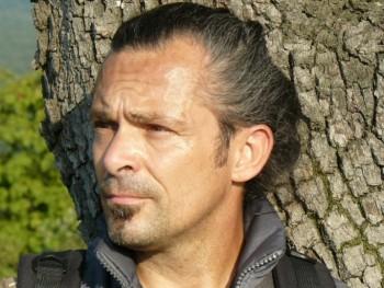 Azakiénvagyok 50 éves társkereső profilképe