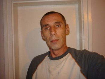 Károly 77 44 éves társkereső profilképe