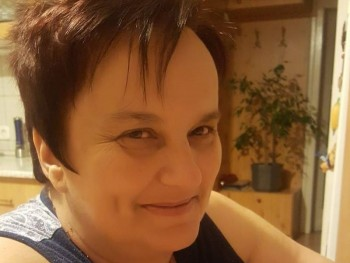 szeréna 60 éves társkereső profilképe