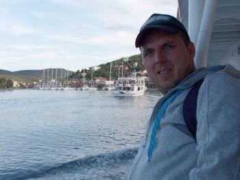 béci1 44 éves társkereső profilképe