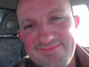 Sebestyén 30 éves társkereső profilképe